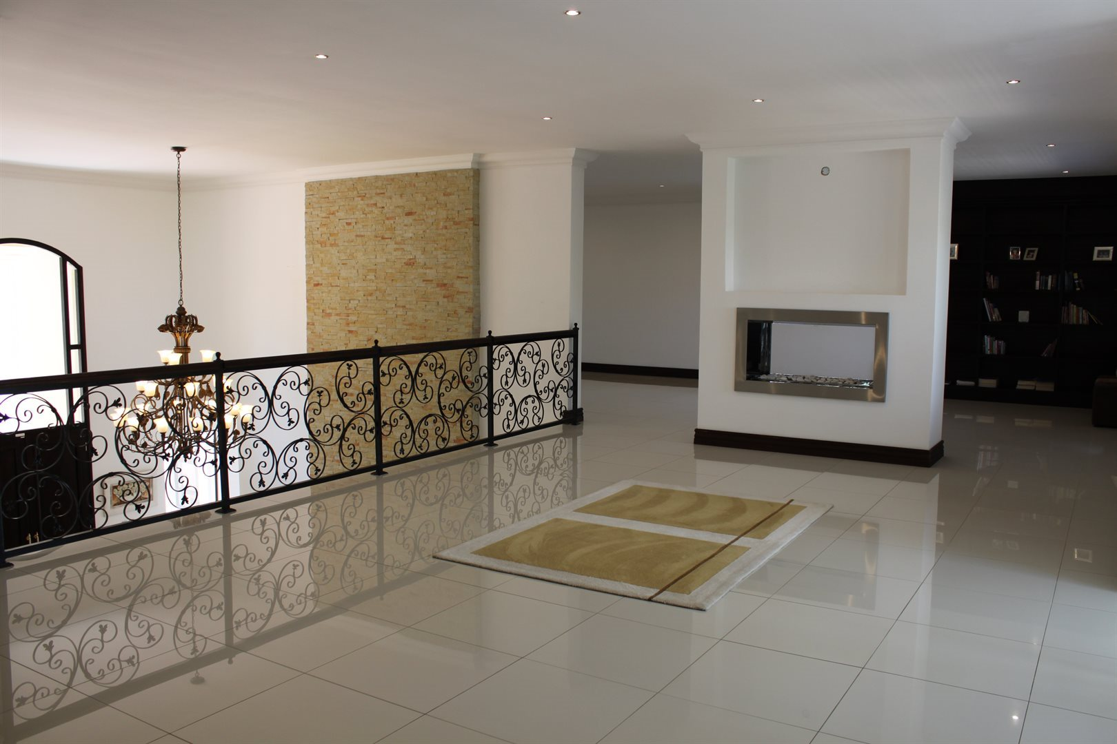 Waterkloof Ridge property for sale. Ref No: 13565299. Picture no 9