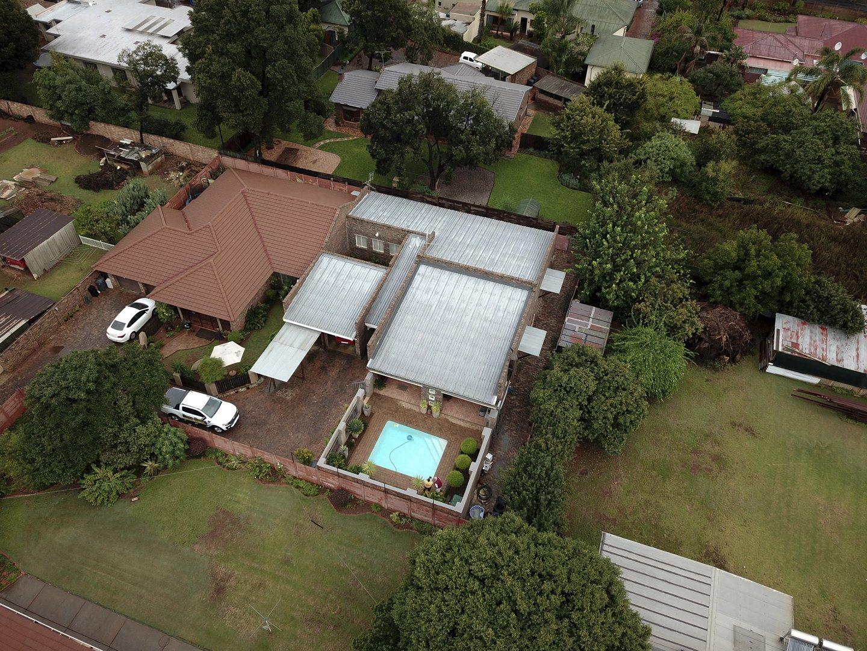 , House, 6 Bedrooms - ZAR 2,940,000