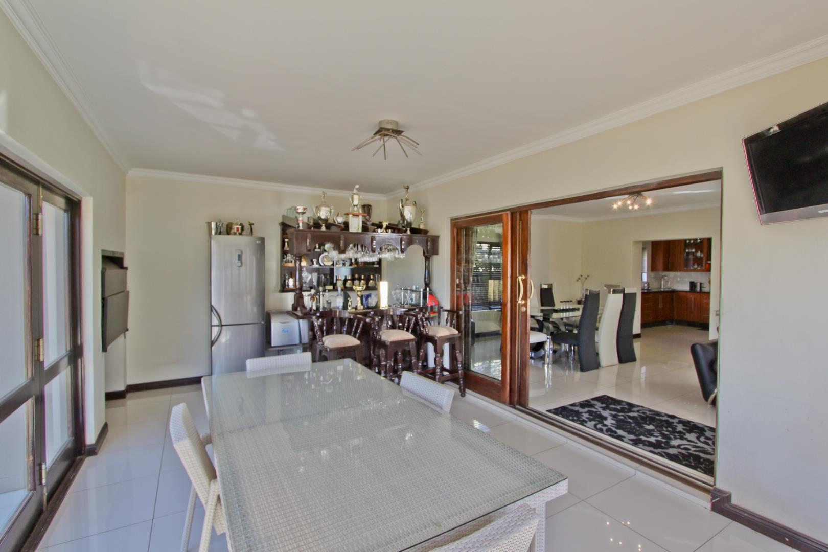 Glenvista property for sale. Ref No: 13525971. Picture no 36