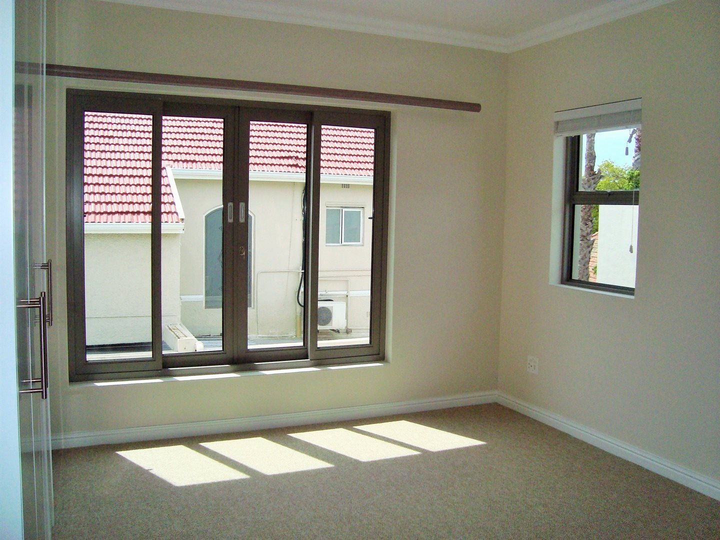 Claremont property to rent. Ref No: 13575482. Picture no 16