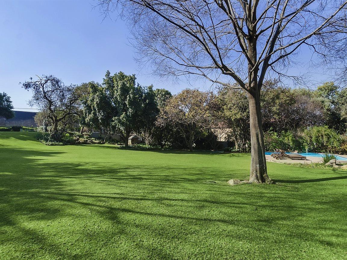 Bryanston property for sale. Ref No: 13434555. Picture no 10