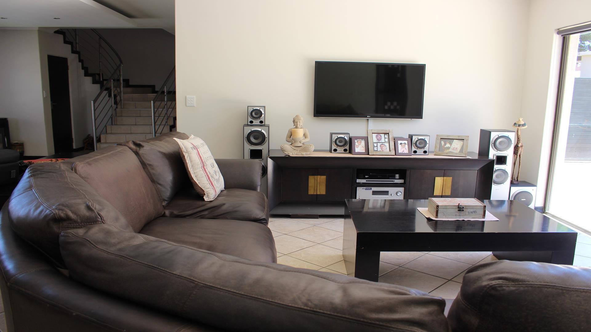 Raslouw Manor property for sale. Ref No: 13435098. Picture no 3