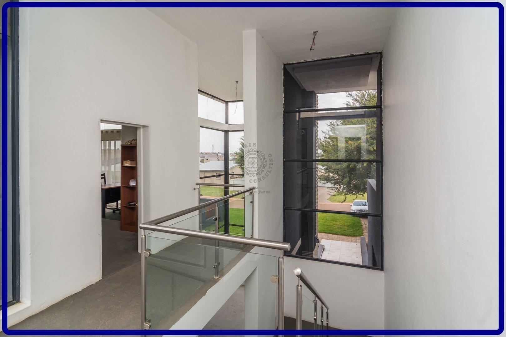 Midstream Hill property for sale. Ref No: 13644259. Picture no 16