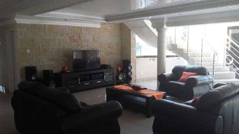 Karenpark property for sale. Ref No: 13565301. Picture no 7