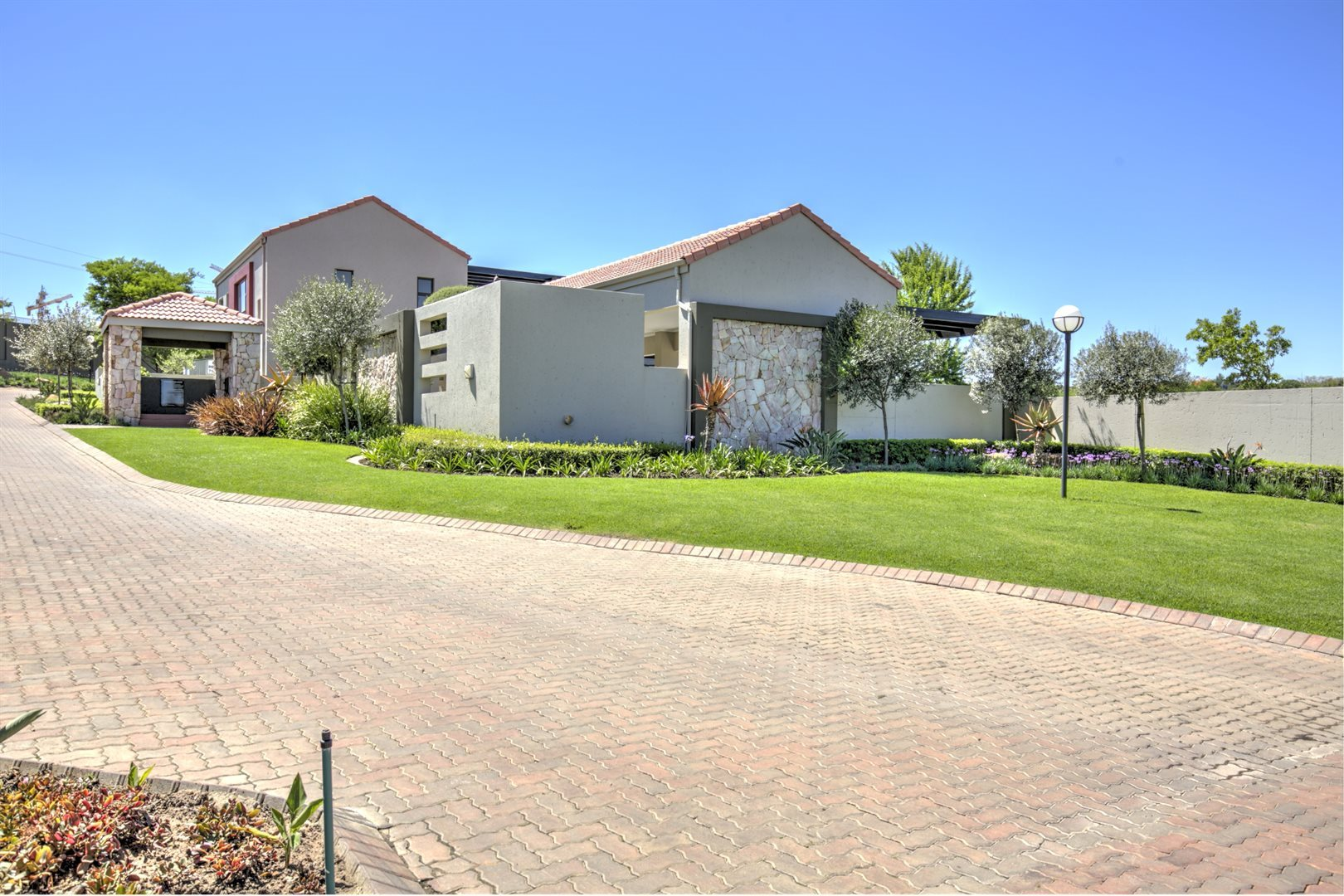 Fourways property for sale. Ref No: 13542245. Picture no 1