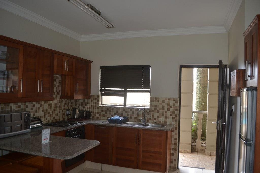 Uvongo property for sale. Ref No: 13560786. Picture no 9