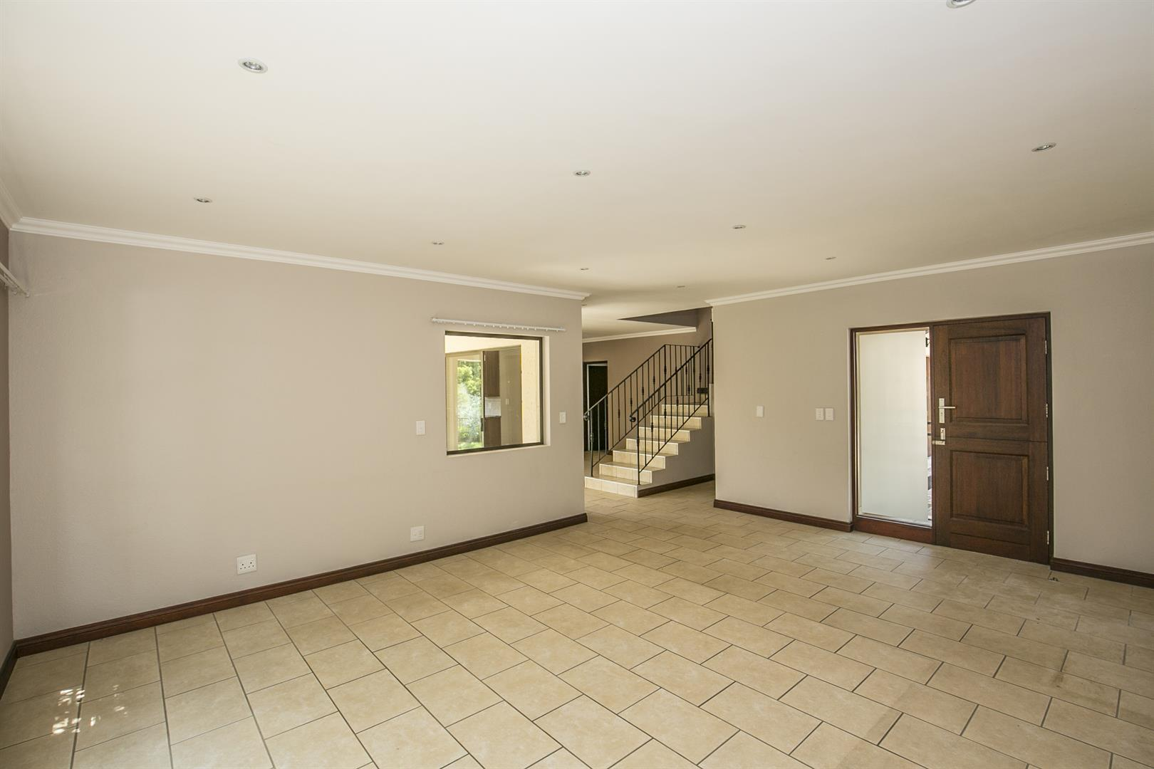 Fourways property for sale. Ref No: 13458374. Picture no 9