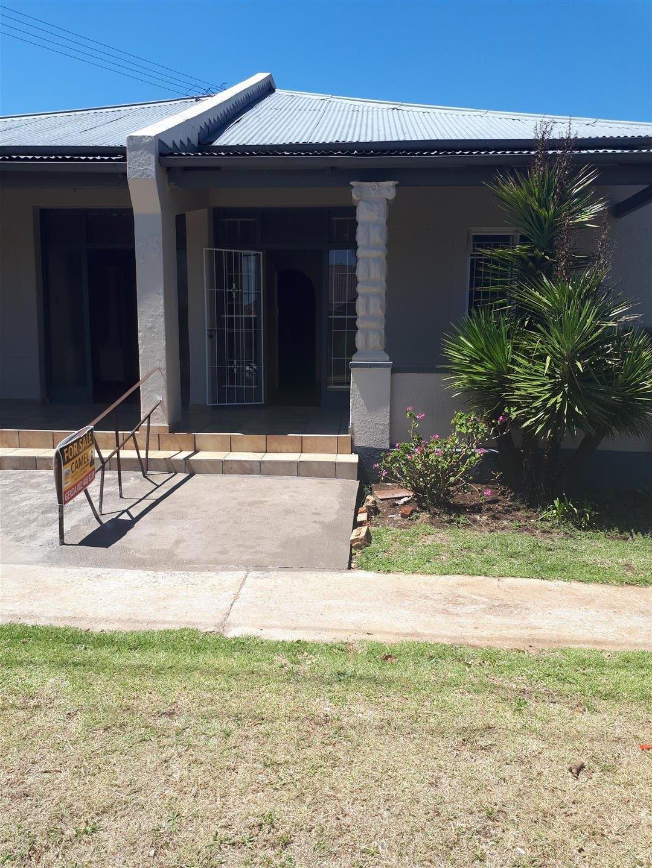 Krugersdorp, Krugersdorp West Property  | Houses For Sale Krugersdorp West, Krugersdorp West, House 5 bedrooms property for sale Price:820,000