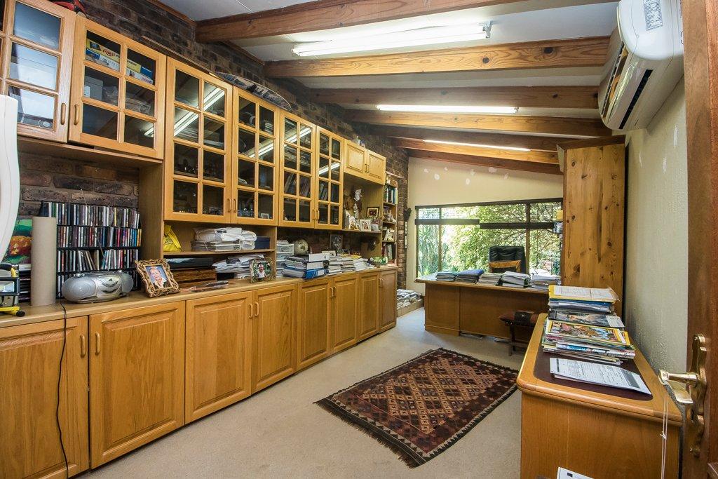 Glenvista property for sale. Ref No: 13529565. Picture no 8