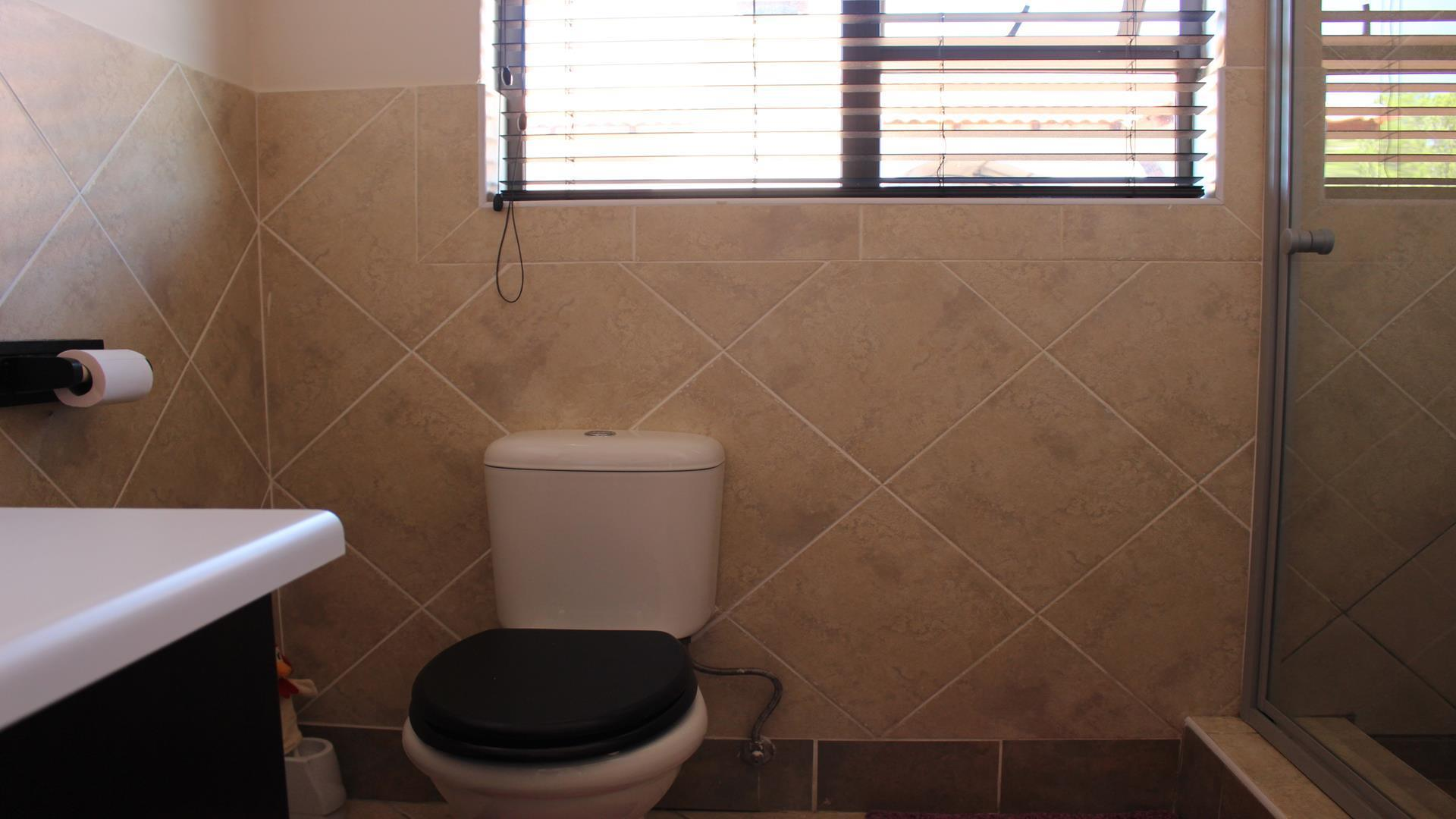 Raslouw Manor property for sale. Ref No: 13435098. Picture no 24