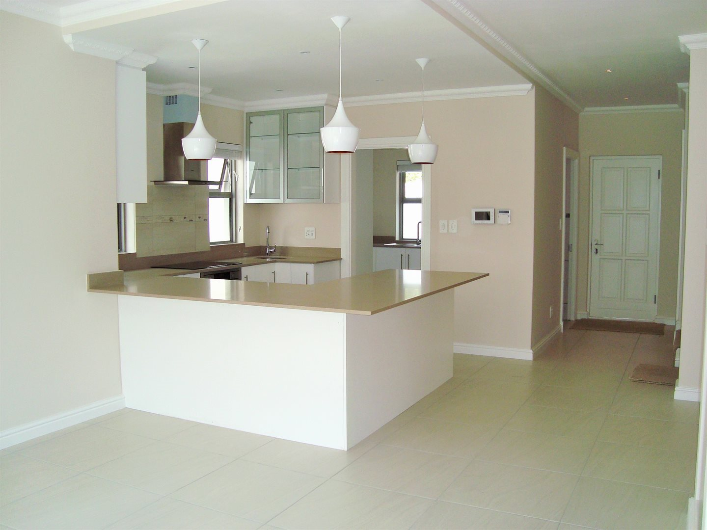 Claremont property to rent. Ref No: 13575482. Picture no 4