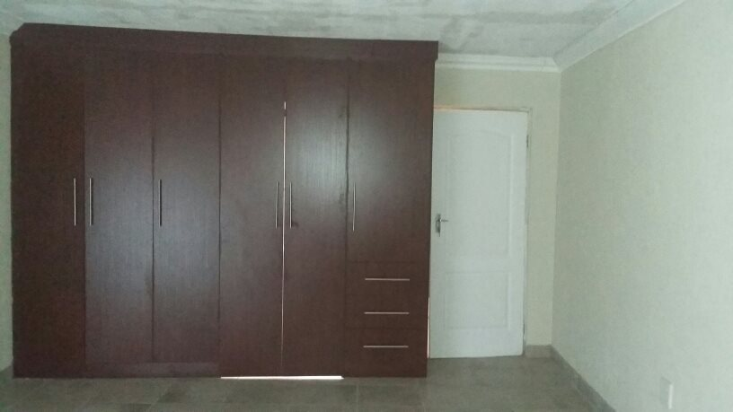 Karenpark property for sale. Ref No: 13565301. Picture no 20