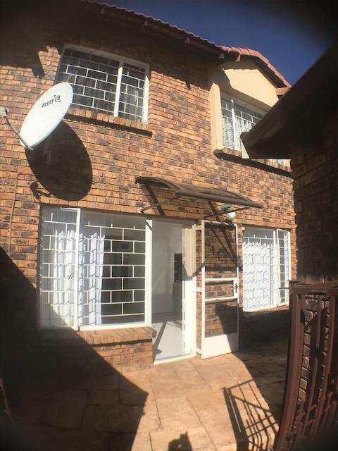 Johannesburg, Glenvista Property  | Houses For Sale Glenvista - Page 4, Glenvista, Townhouse 2 bedrooms property for sale Price:1,050,000