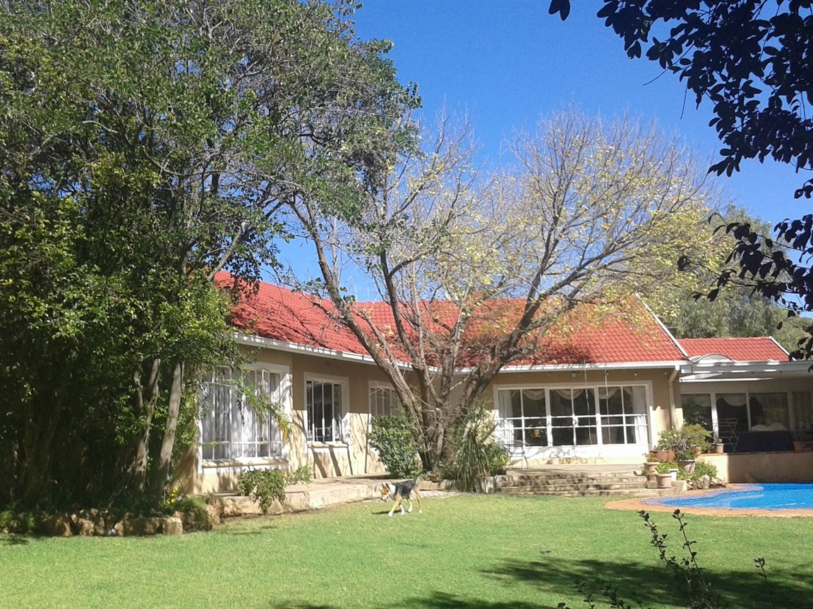 Northcliff property for sale. Ref No: 13327608. Picture no 16