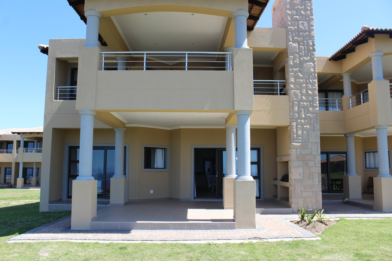 Property for Sale by DLC INC. ATTORNEYS Dale Hobbs, Apartment, 3 Bedrooms - ZAR 2,550,000