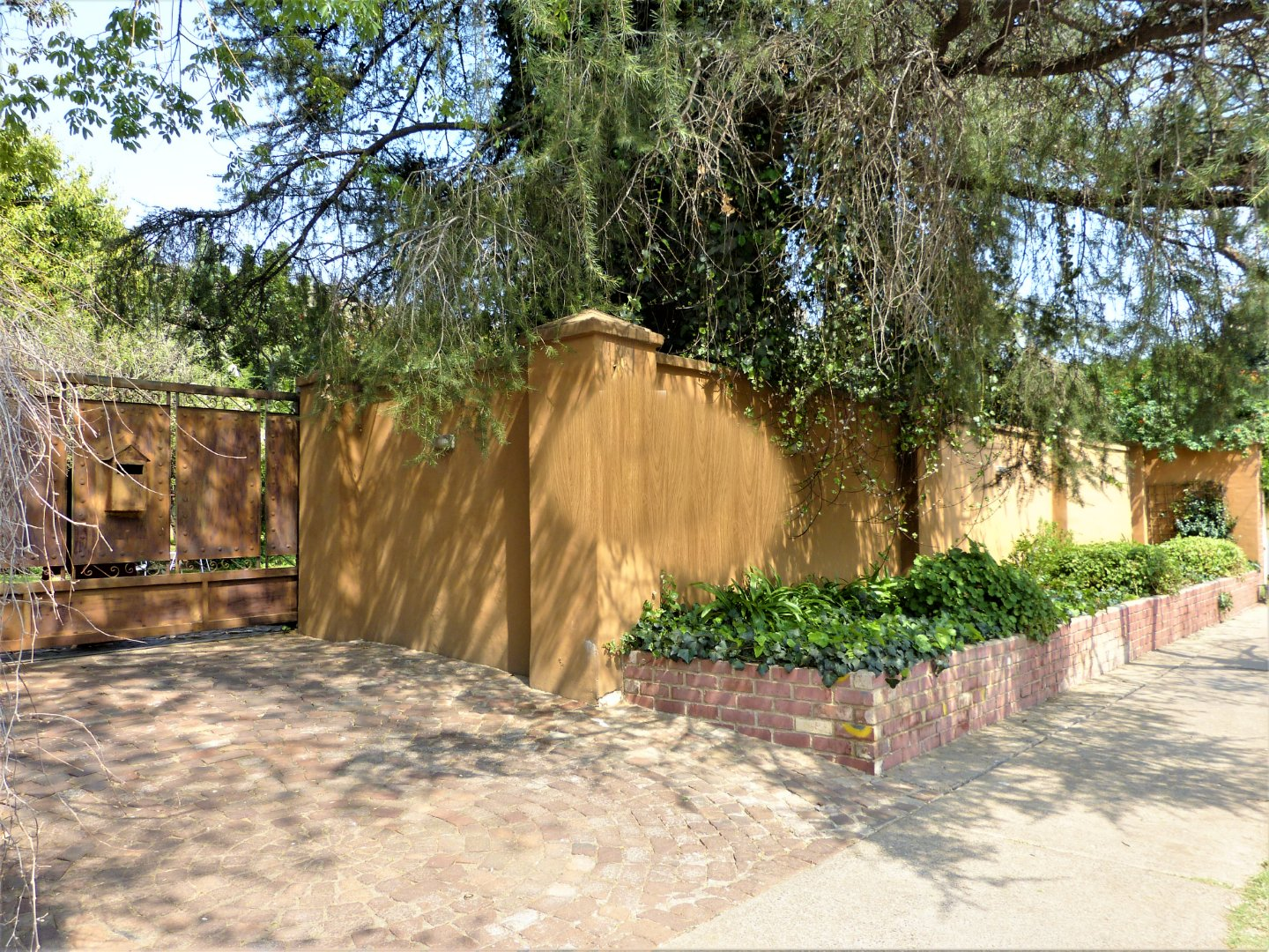 Property and Houses for sale in Capital Park, House, 4 Bedrooms - ZAR 1,650,000
