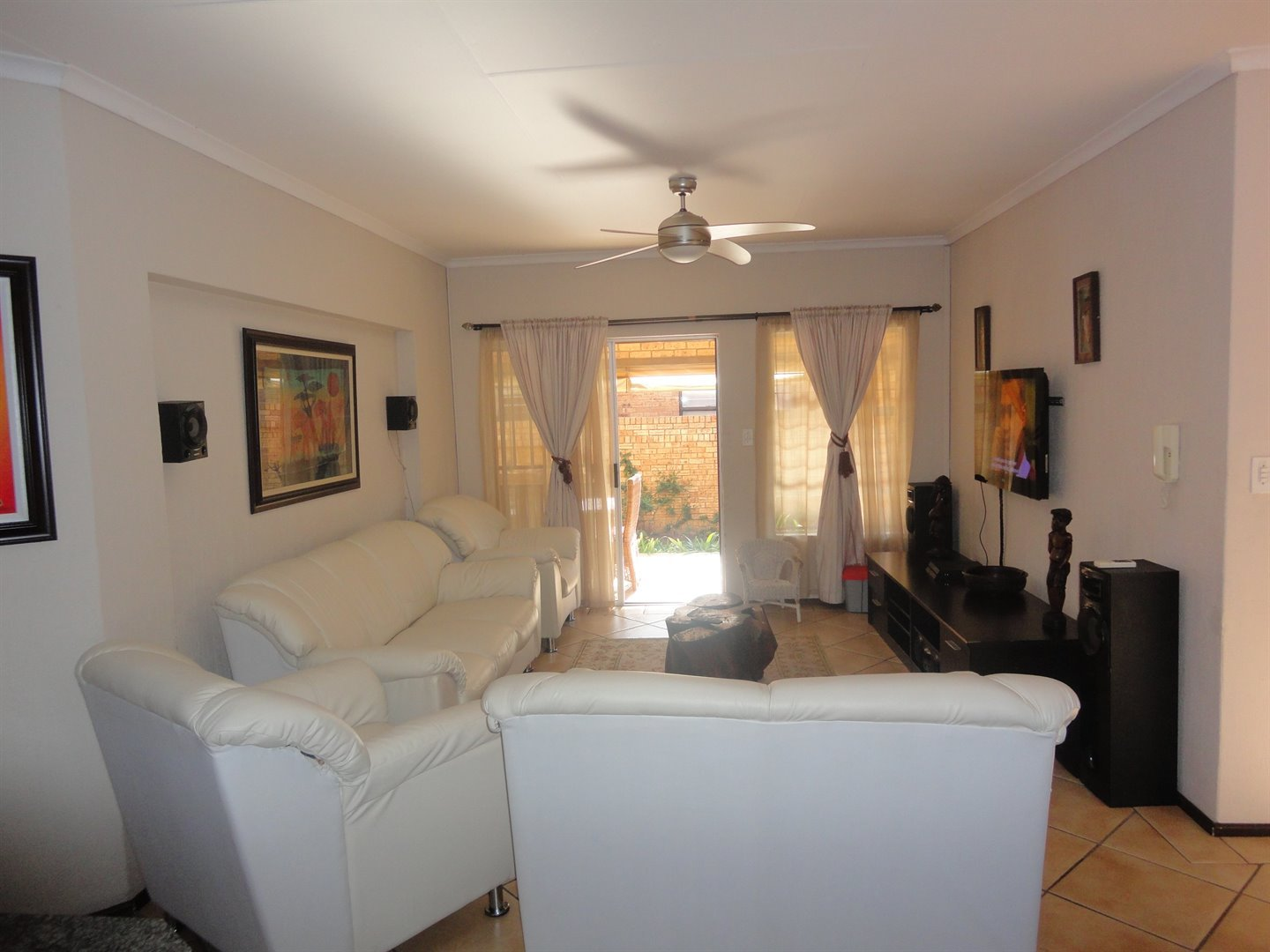 North Riding property to rent. Ref No: 13515054. Picture no 5