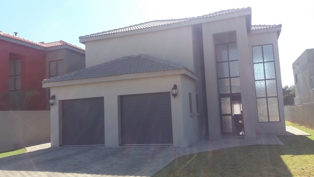 Property and Houses for sale in Theresapark, House, 4 Bedrooms - ZAR 2,434,000