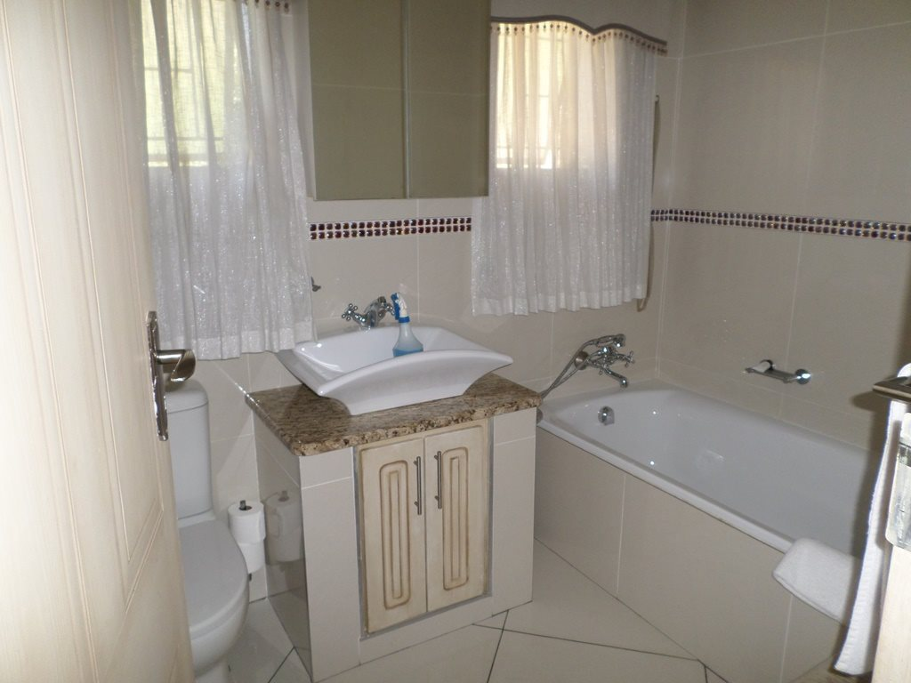 Waterkloof Ridge property for sale. Ref No: 13621937. Picture no 14