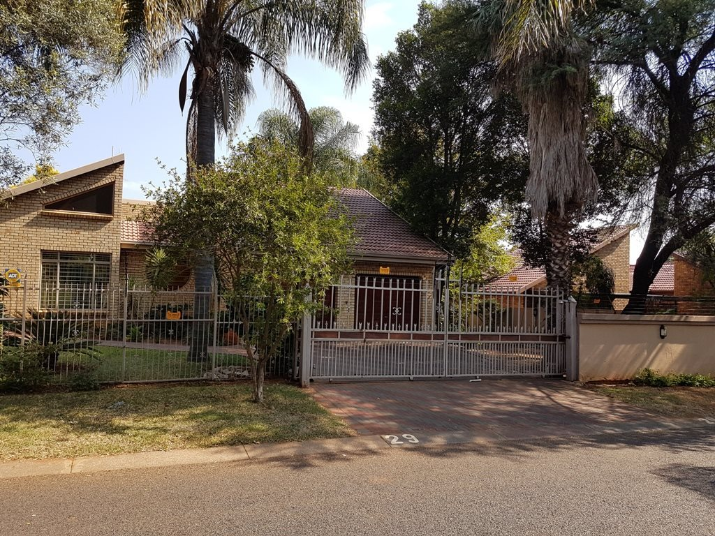 Property and Houses for sale in Chantelle, House, 3 Bedrooms - ZAR 1,580,000