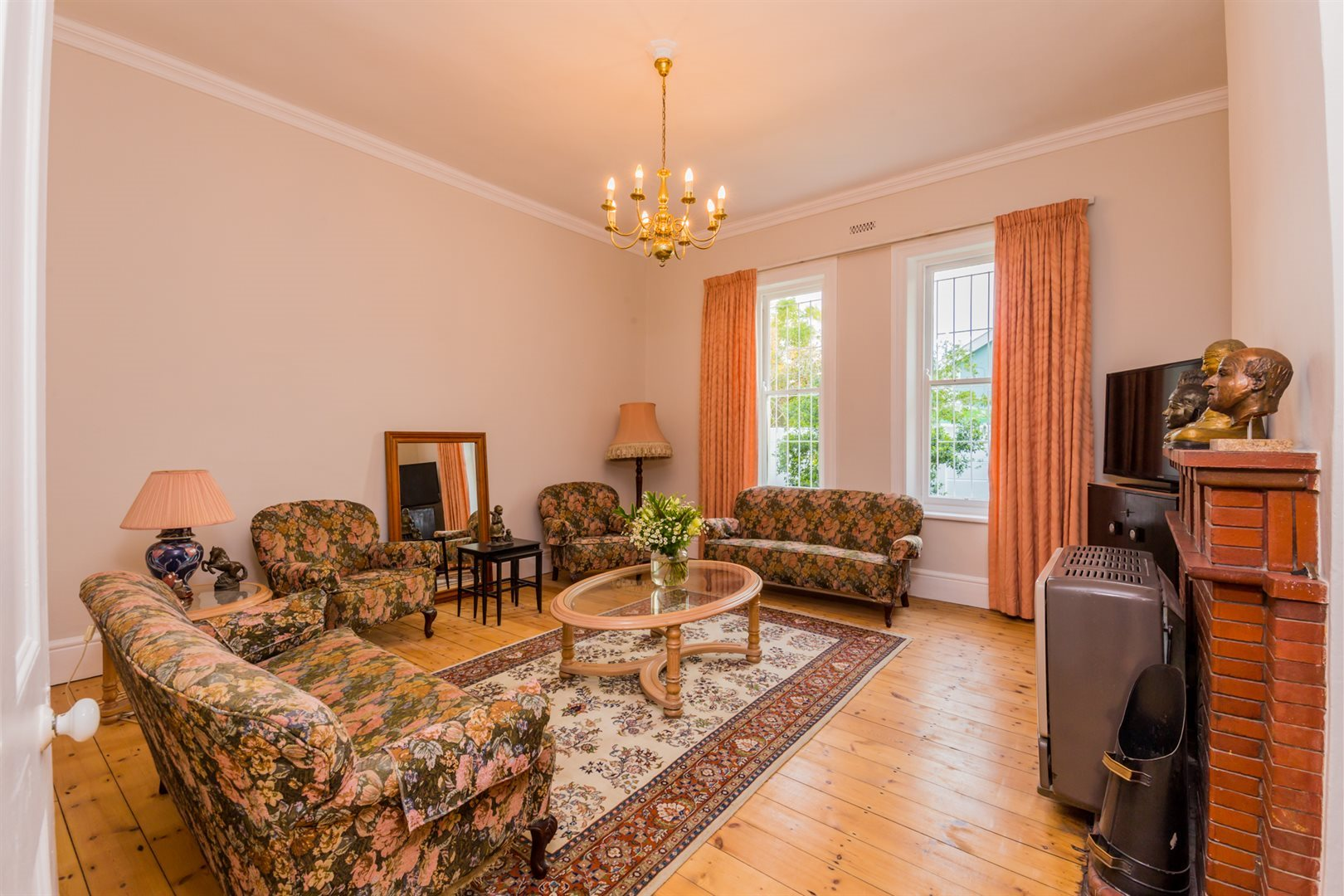 Plumstead property for sale. Ref No: 13554631. Picture no 7