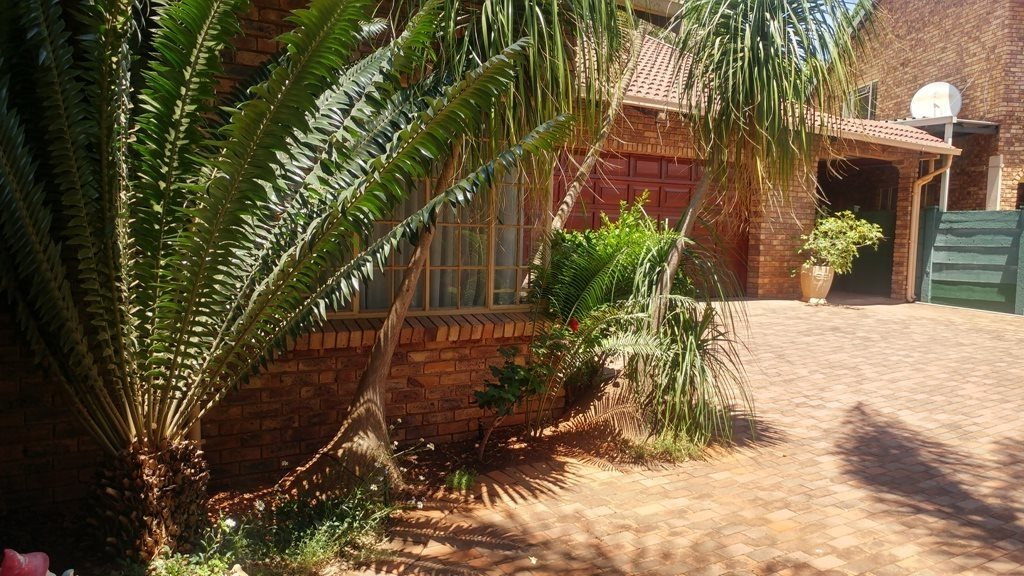 Property and Houses for sale in Ninapark, House, 3 Bedrooms - ZAR 1,557,000