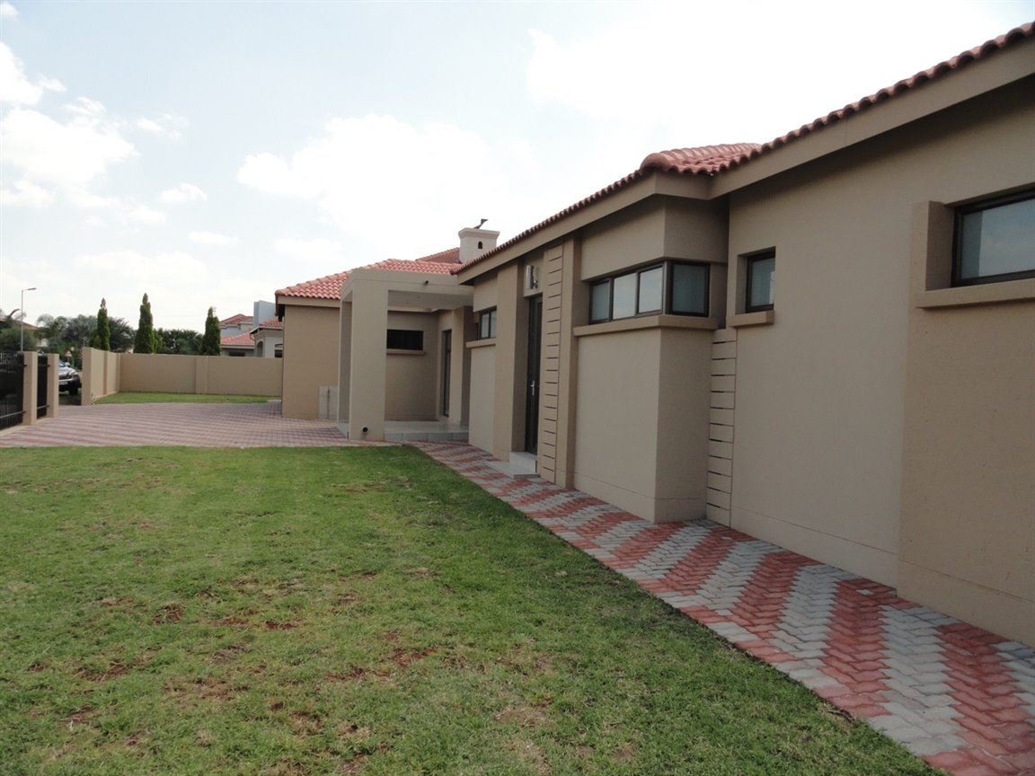 Willow Acres Estate property for sale. Ref No: 13467840. Picture no 22