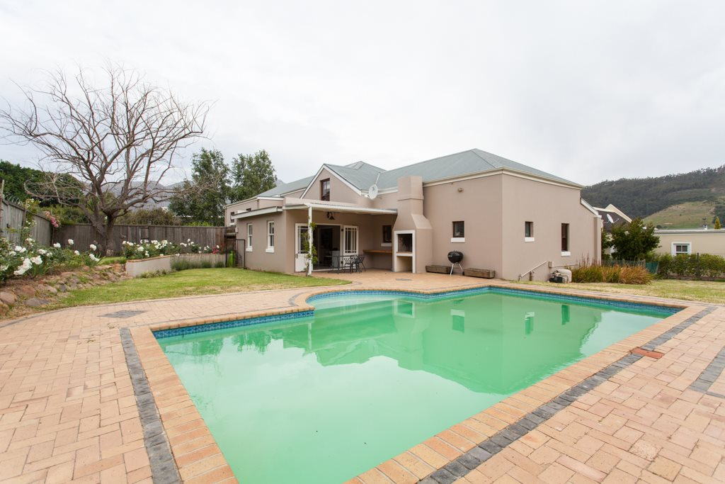 Franschhoek property for sale. Ref No: 12729989. Picture no 25