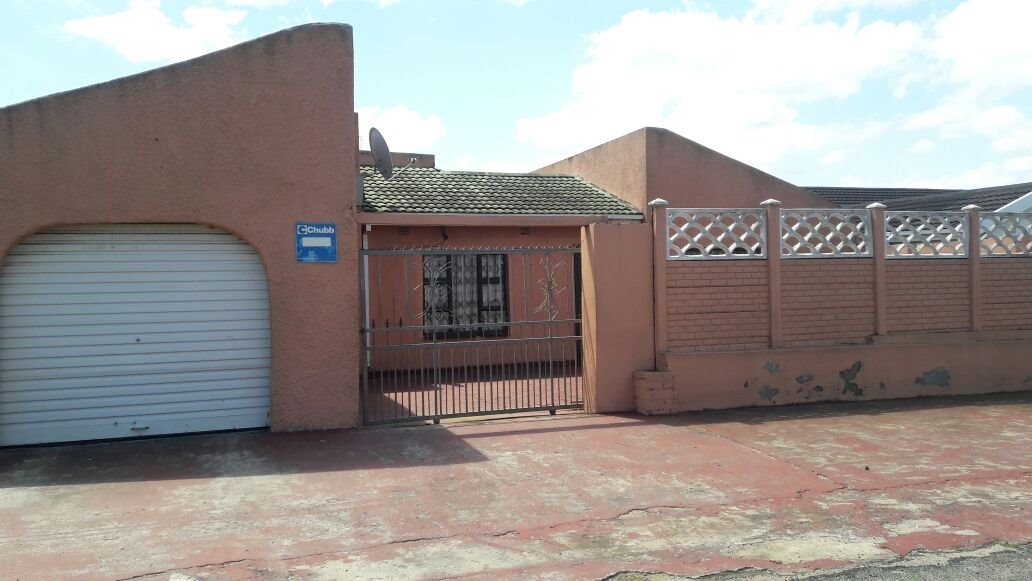 Esikhawini property for sale. Ref No: 13402346. Picture no 13