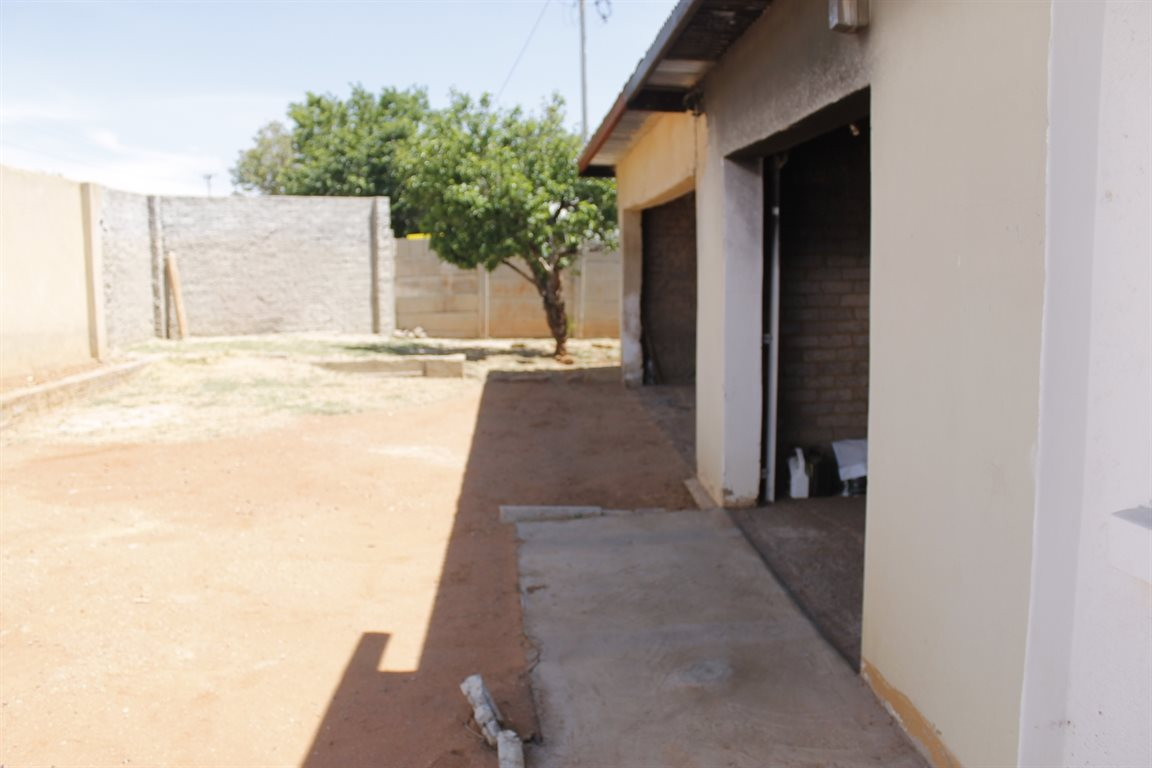 Krugersdorp West property for sale. Ref No: 13394321. Picture no 2