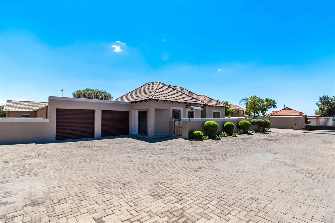 Centurion, Heuwelsig Estate Property    Houses To Rent Heuwelsig Estate, Heuwelsig Estate, Townhouse 3 bedrooms property to rent Price:,  9,00*