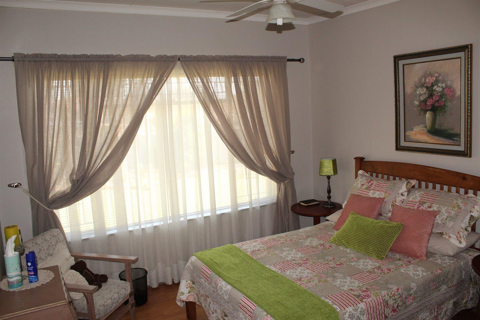 Karenpark property for sale. Ref No: 13566728. Picture no 10
