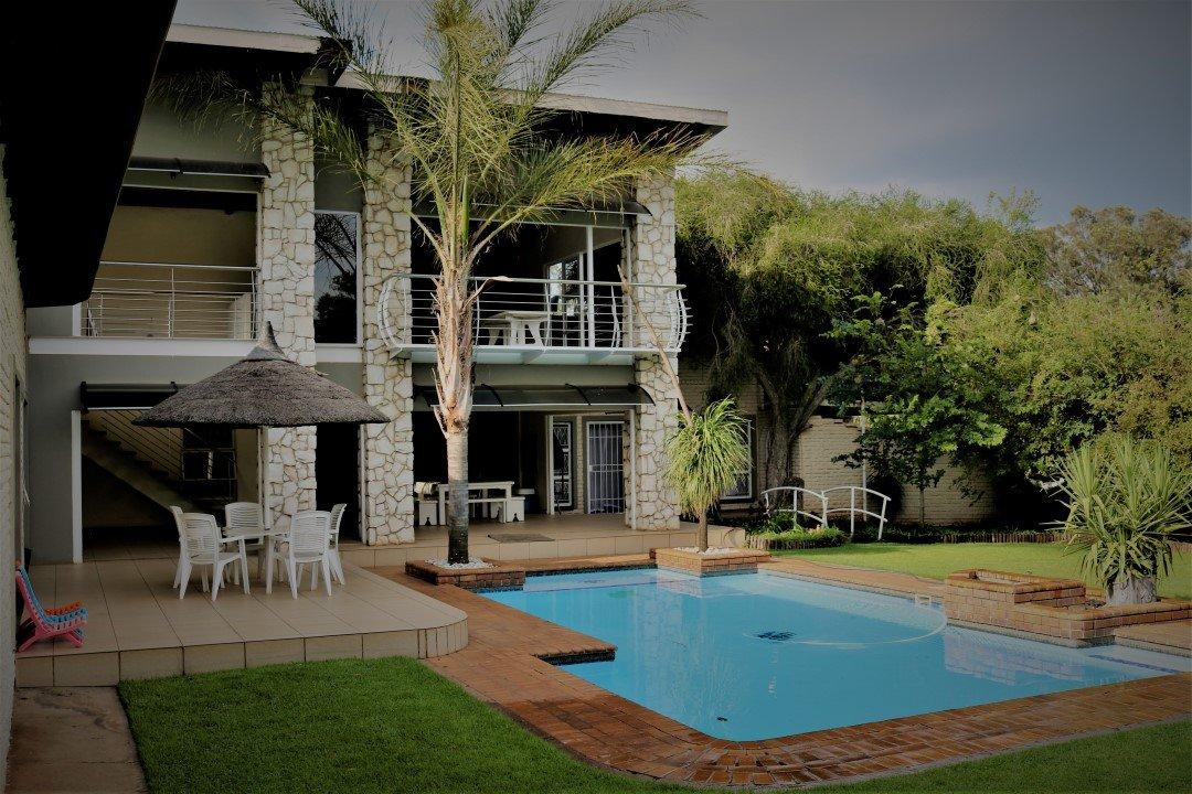 , House, 4 Bedrooms - ZAR 3,550,000