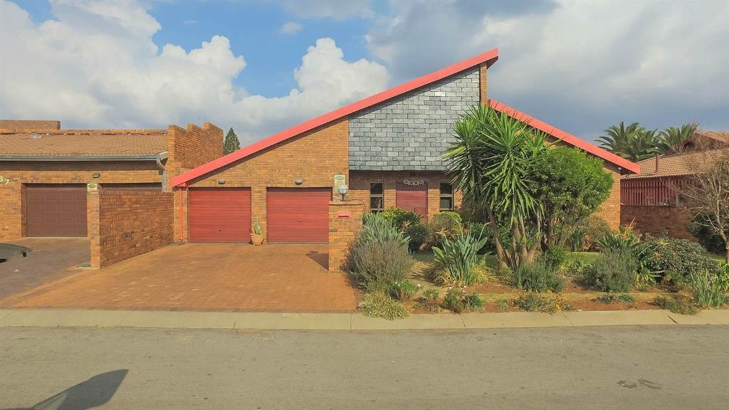 Johannesburg, Lenasia South Property  | Houses For Sale Lenasia South, Lenasia South, House 4 bedrooms property for sale Price:1,999,000