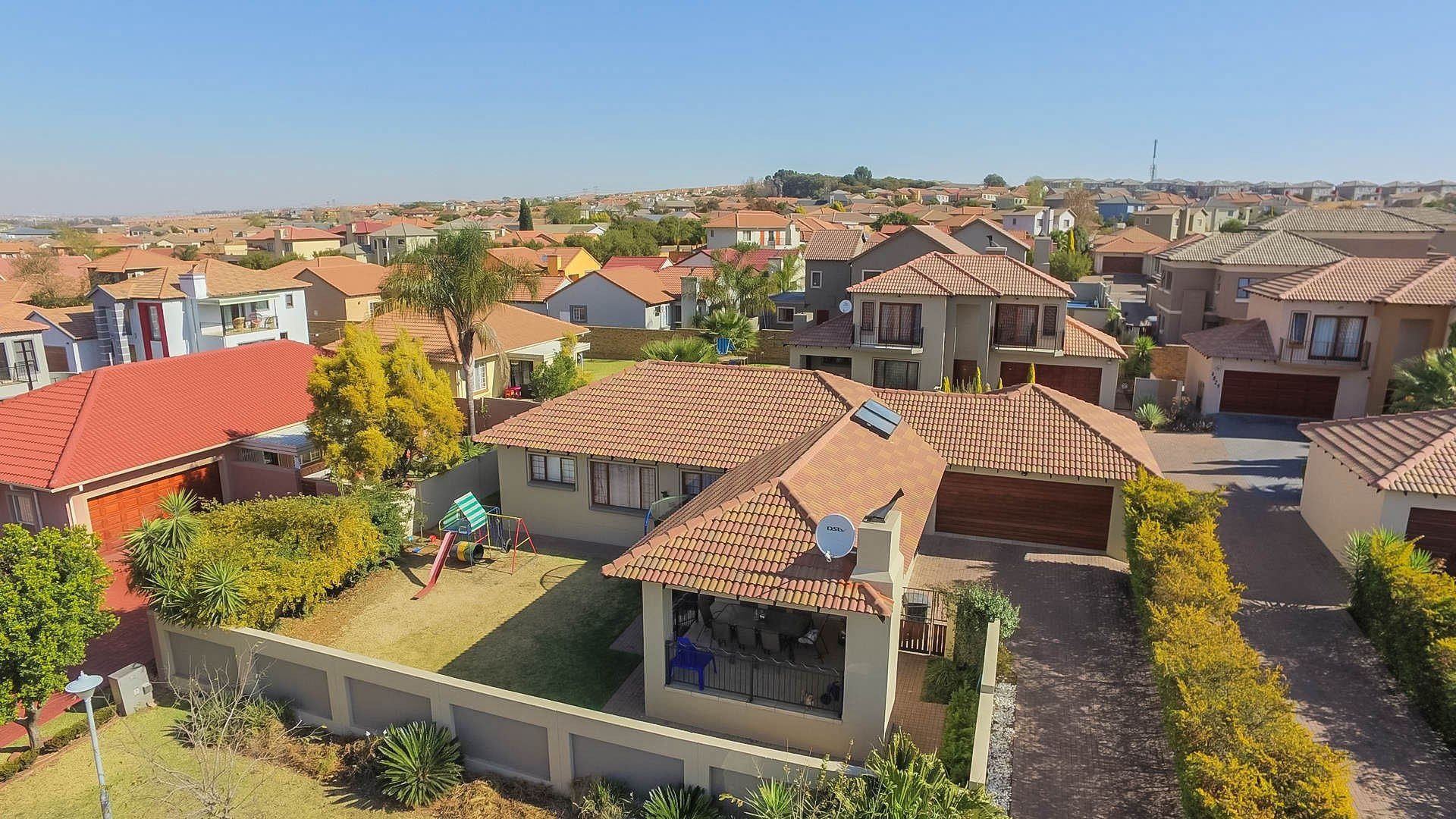 Property and Houses for sale in Thatchfield Gardens, House, 3 Bedrooms - ZAR 1,750,000