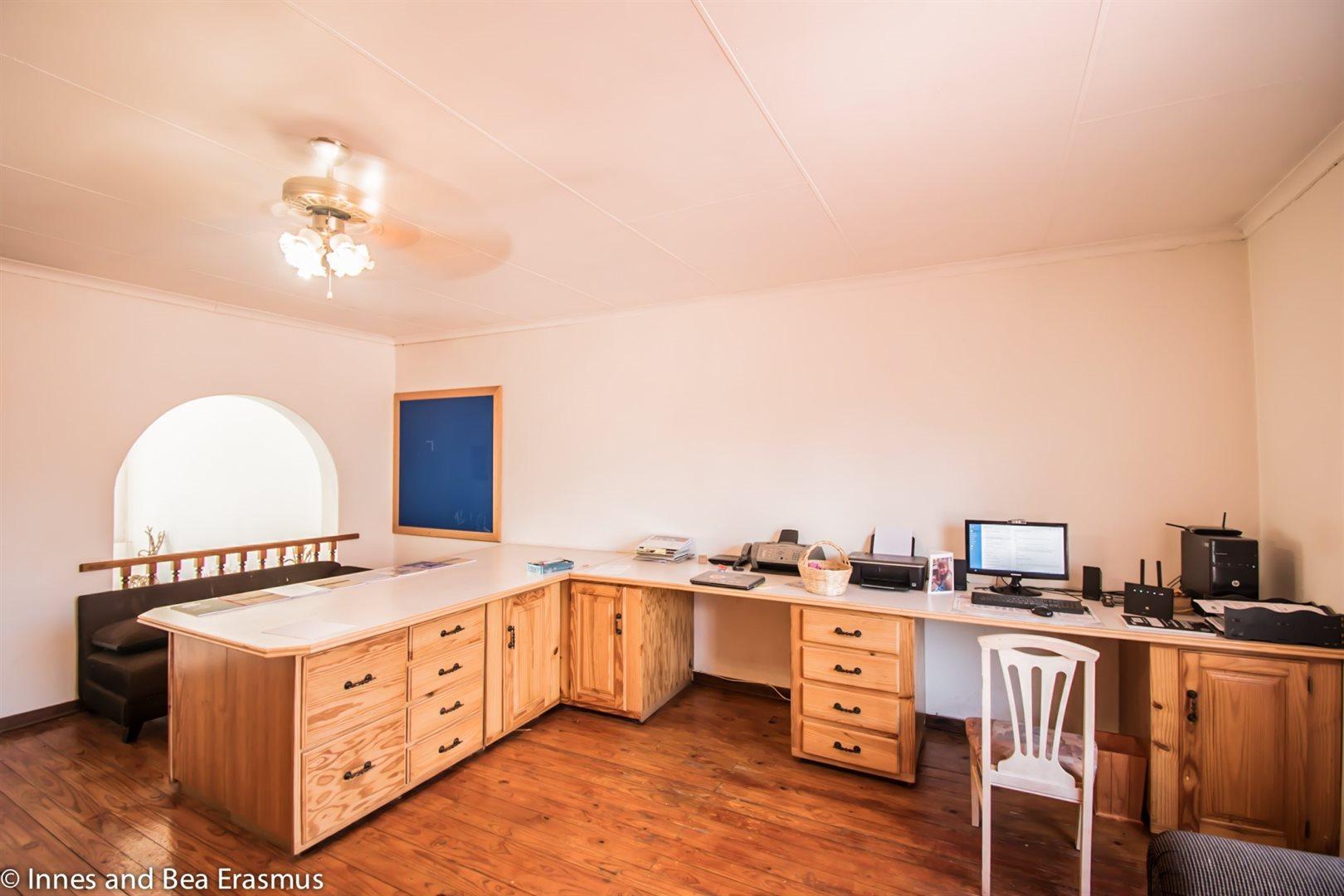 Van Der Westhuizen property for sale. Ref No: 12728959. Picture no 17