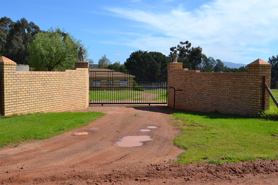 Paarl property for sale. Ref No: 13379607. Picture no 2