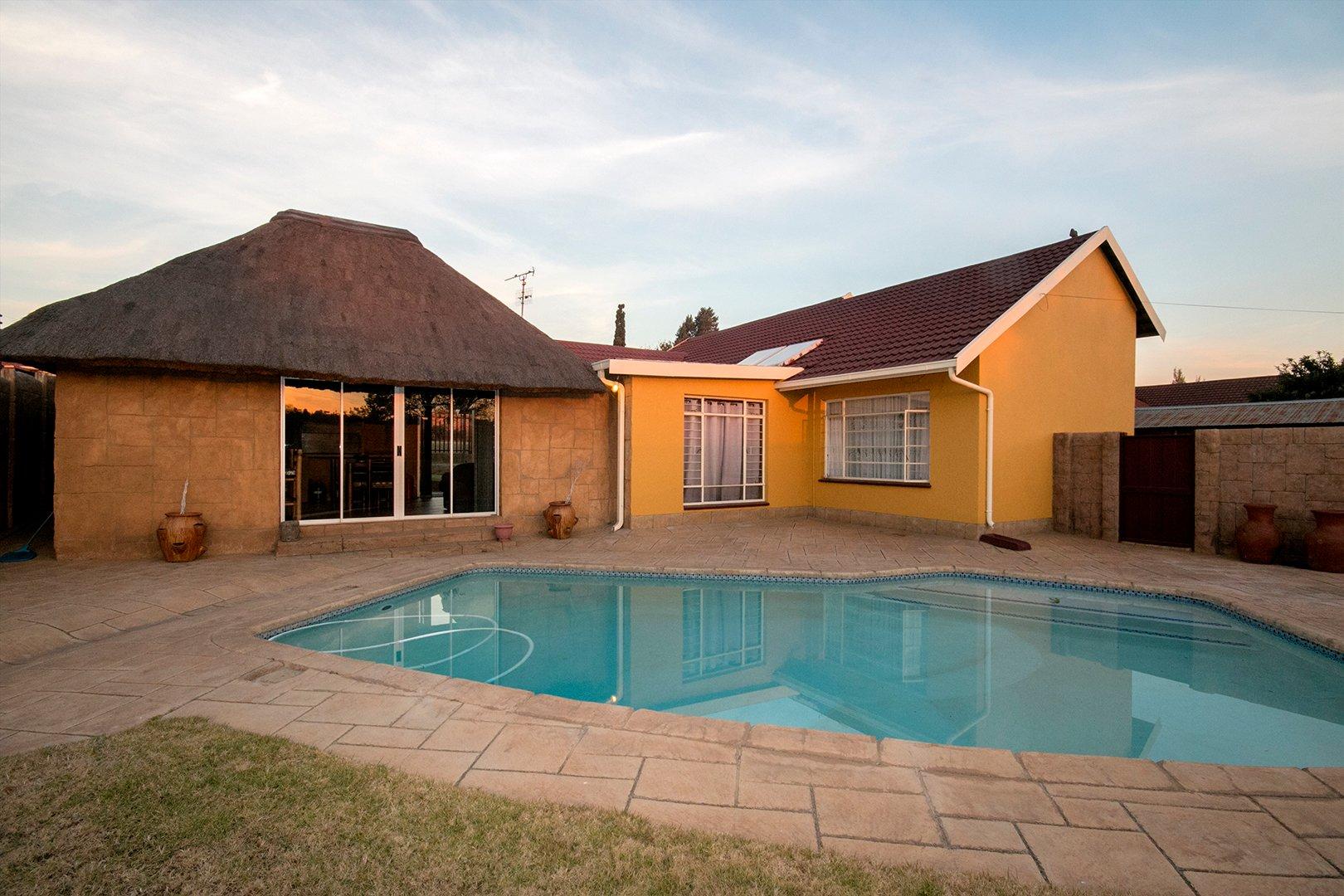 , House, 4 Bedrooms - ZAR 1,390,000