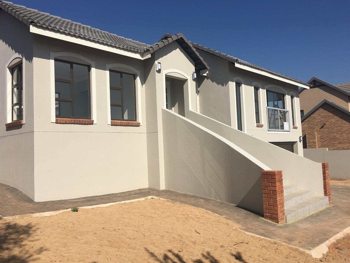 Property and Houses for sale in Rietvlei Heights Country Estate, House, 3 Bedrooms - ZAR 3,285,000
