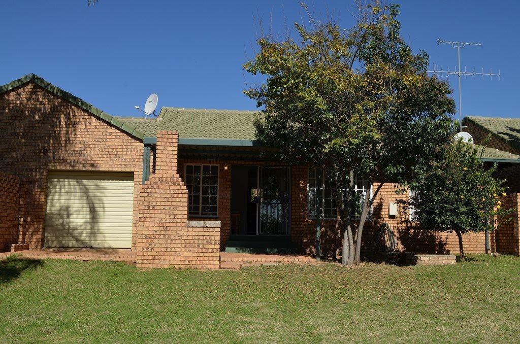 Pretoria, Wapadrand Property  | Houses To Rent Wapadrand, Wapadrand, Townhouse 2 bedrooms property to rent Price:, 11,00*
