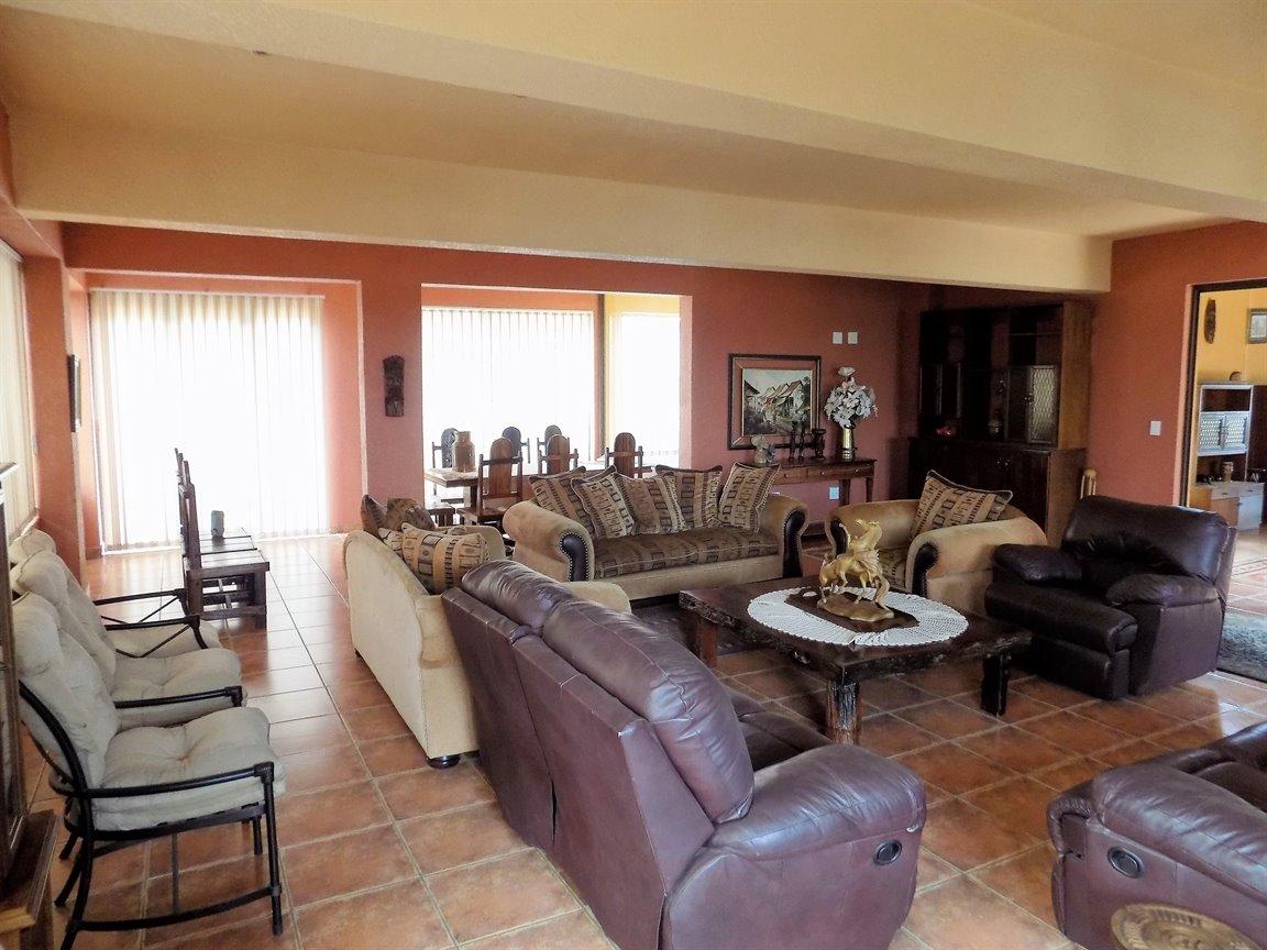 Bassonia property for sale. Ref No: 13389783. Picture no 11