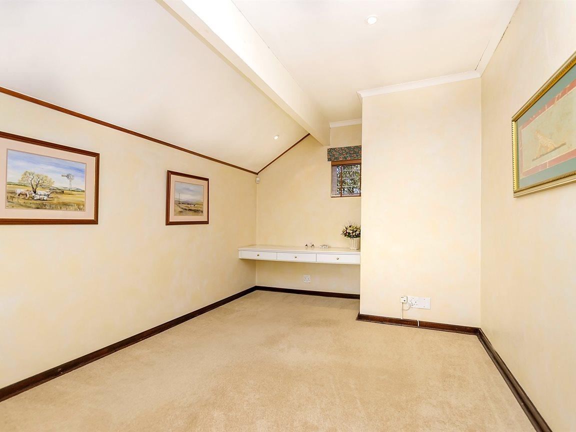 Bryanston property for sale. Ref No: 13434555. Picture no 13