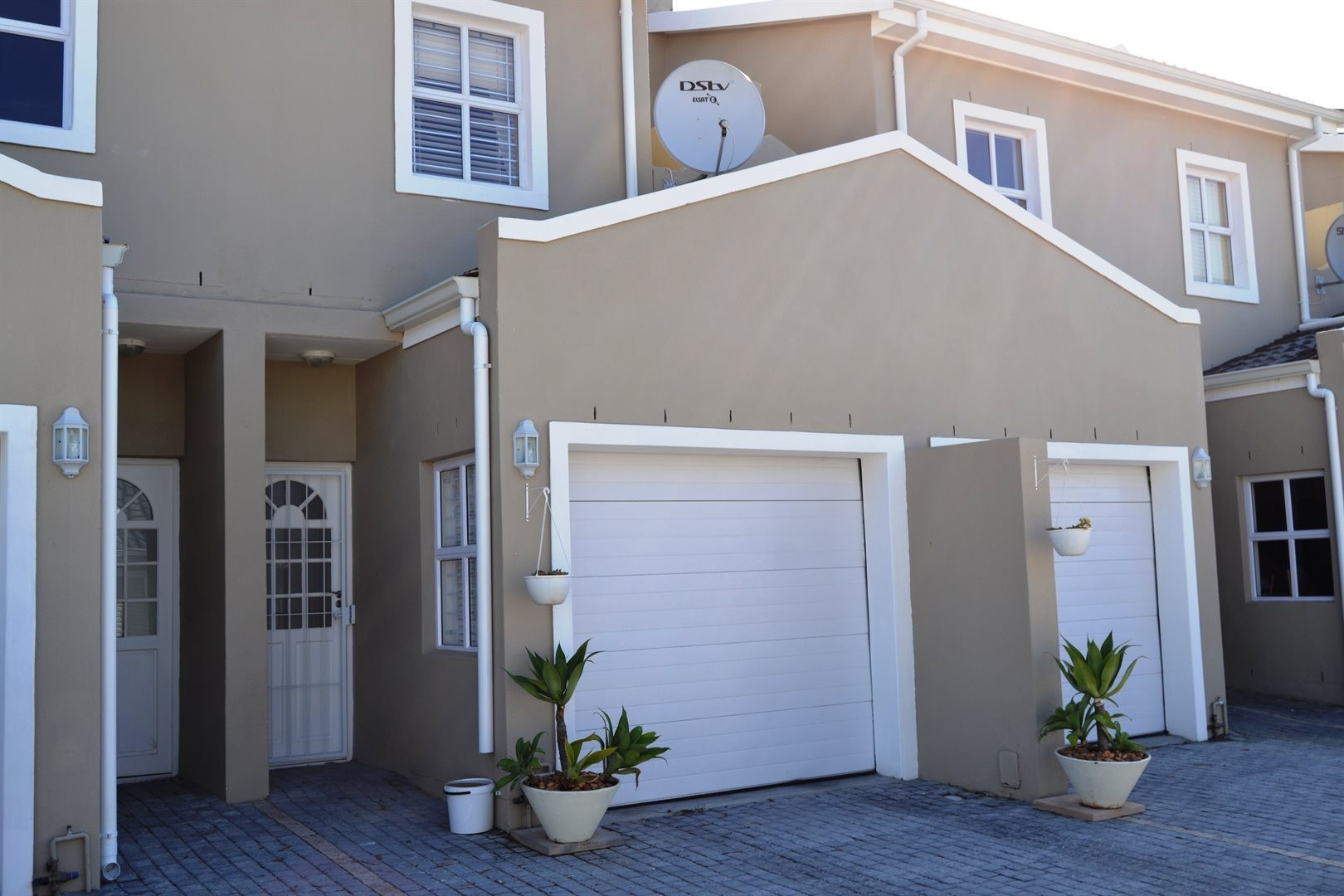 Property and Houses for sale in Paarl South, House, 3 Bedrooms - ZAR 1,540,000