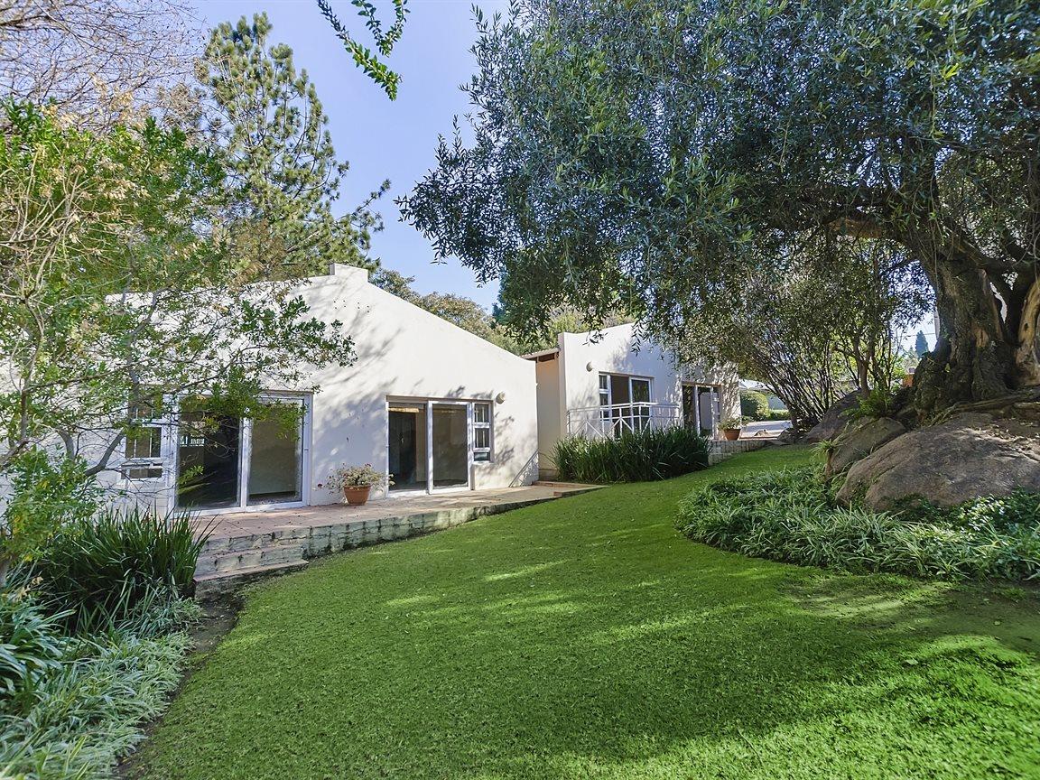 Bryanston property for sale. Ref No: 13434555. Picture no 18