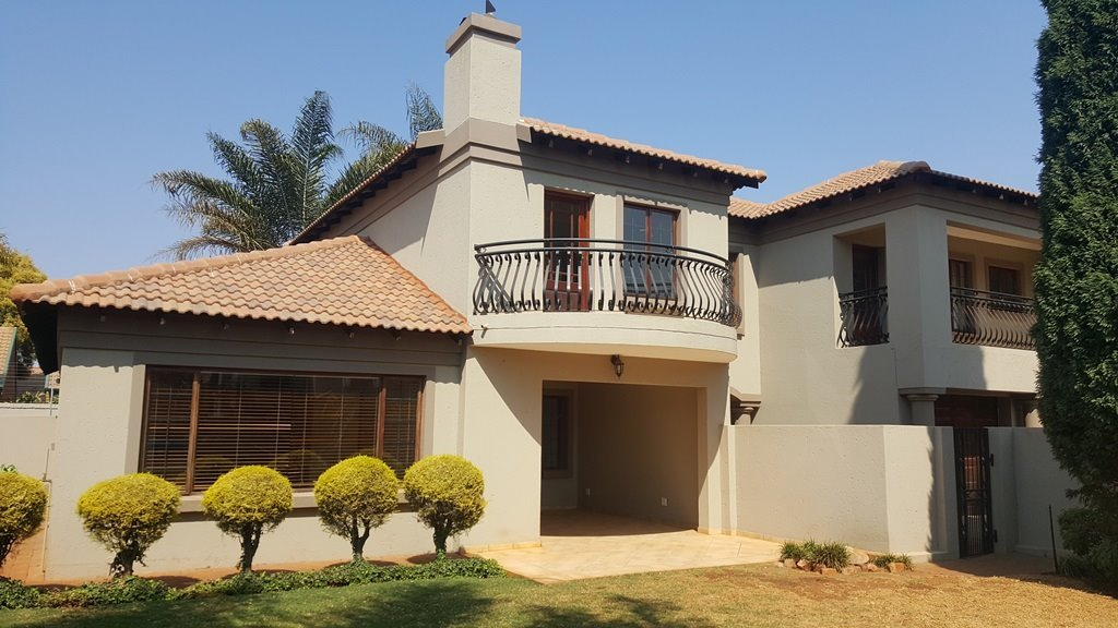 Property and Houses for sale in Moreletapark, House, 4 Bedrooms - ZAR 2,450,000