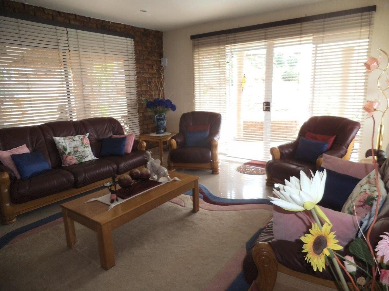 Glenvista property for sale. Ref No: 13624500. Picture no 18