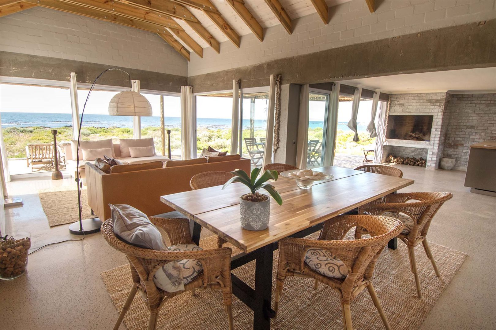 Property and Houses for sale in Sandy Point Beach Estate, House, 4 Bedrooms - ZAR 5,995,000