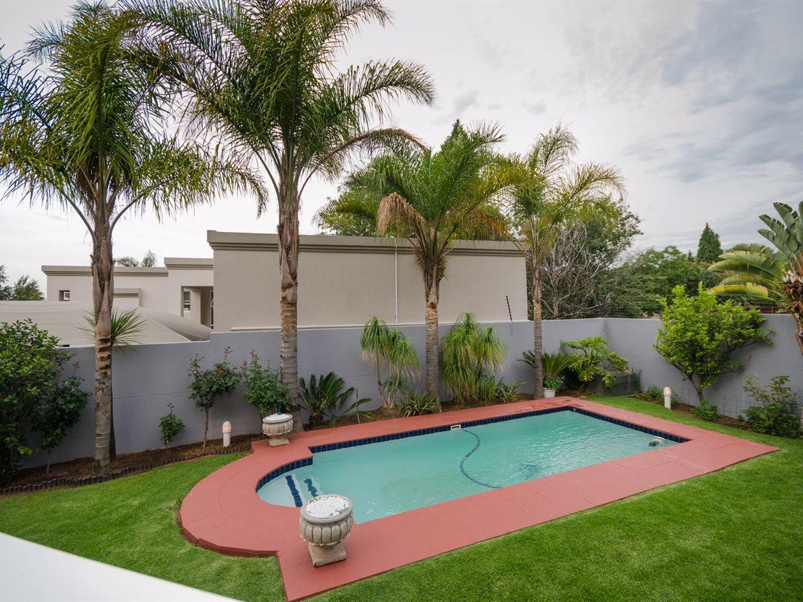 Bryanston property for sale. Ref No: 13418612. Picture no 4