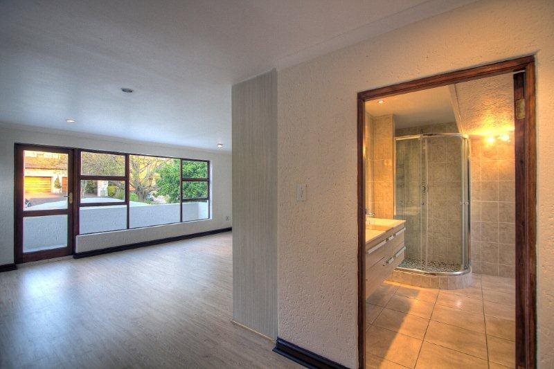 Fourways Gardens property for sale. Ref No: 13401246. Picture no 9