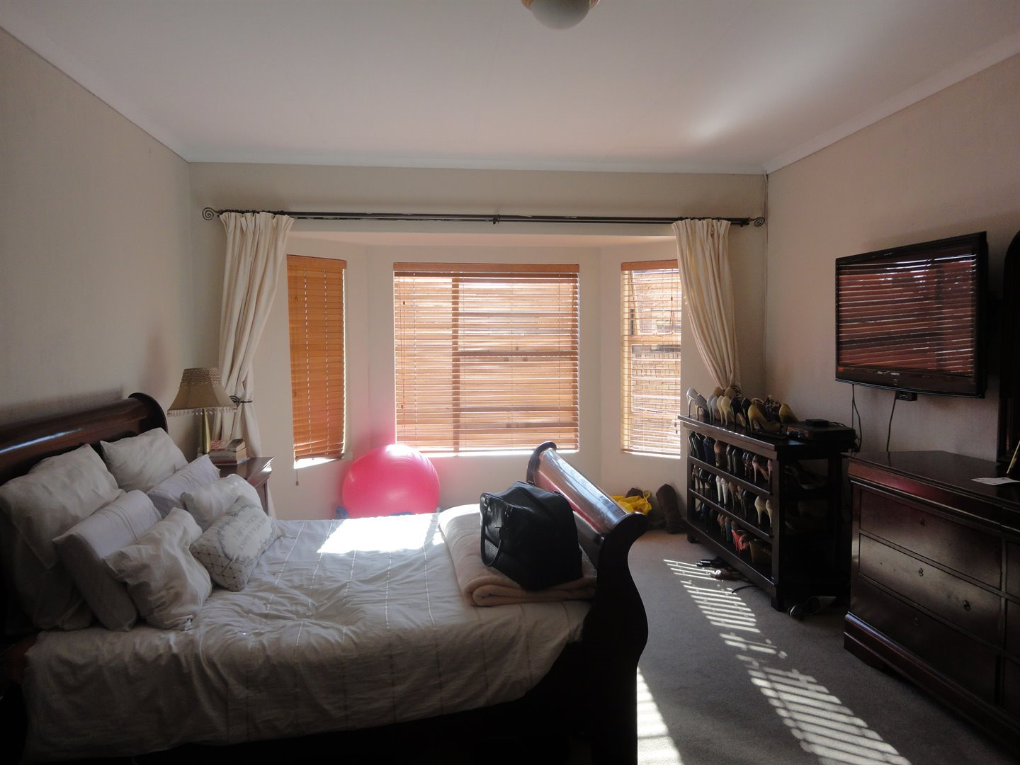 North Riding property to rent. Ref No: 13515054. Picture no 14